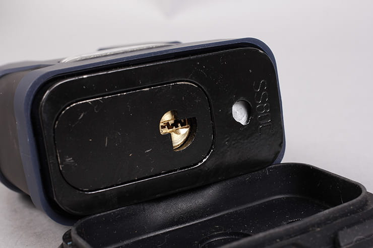 Tested: Squire Colossus with SS80CS padlock review key hole