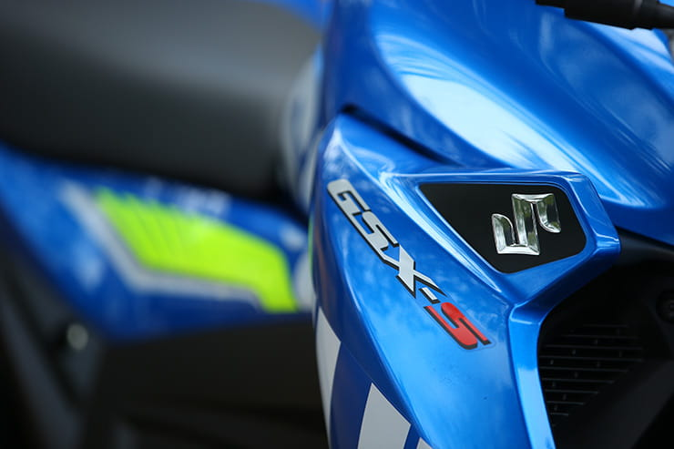 Suzuki GSX-S125 side panel details