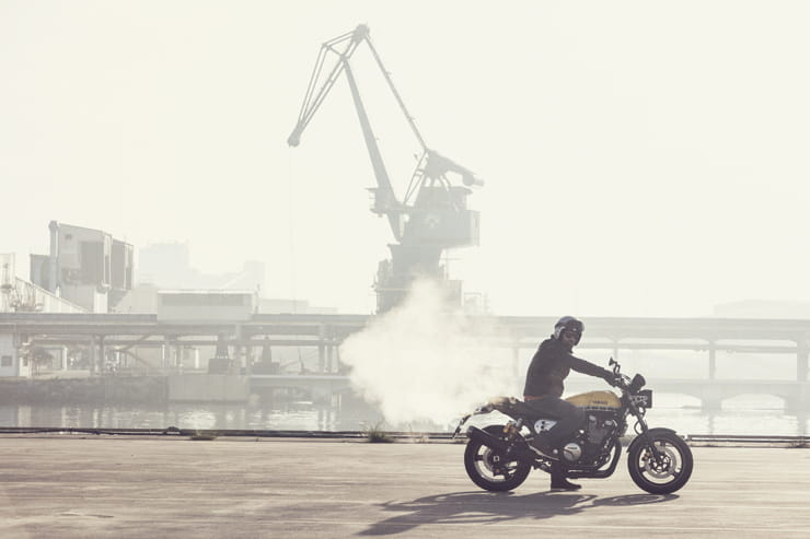 Yamaha XJR1300 doing a burnout