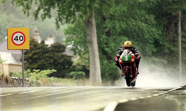 Joey Dunlop in 1998 on his way to the 250cc TT victory