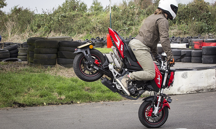 BikeSocial review of the Benelli TNT125