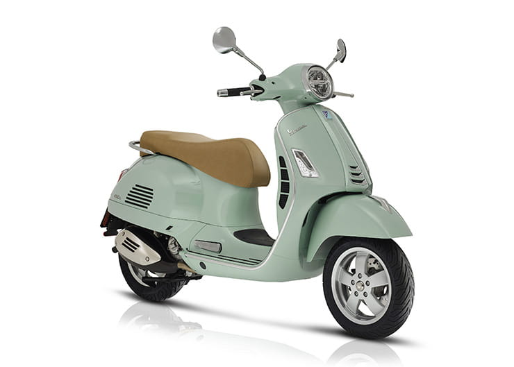 Vespa GTS300 HPE - Top 10 300-400cc scooters for 2019