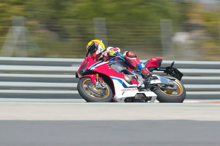 Fores on a Fireblade vs Mann on a BSB bike