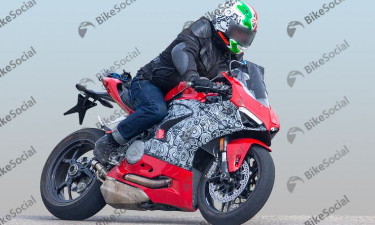 Ducati Panigale V2 – next year's 959 replacement spied