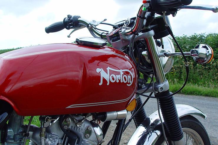 Norton Commando 850 Roadster (1975) - Classic Review