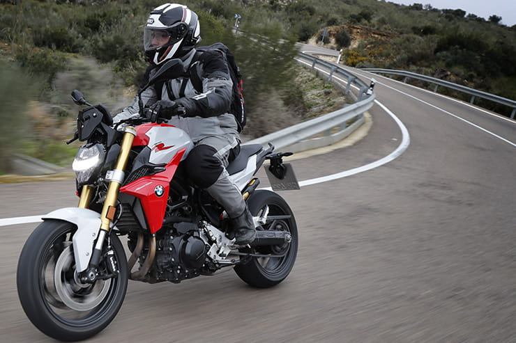 Full review of the new 2020 BMW F900R, the naked roadster that the Germans hope will win over buyers of Yamaha's hugely successful MT-09…