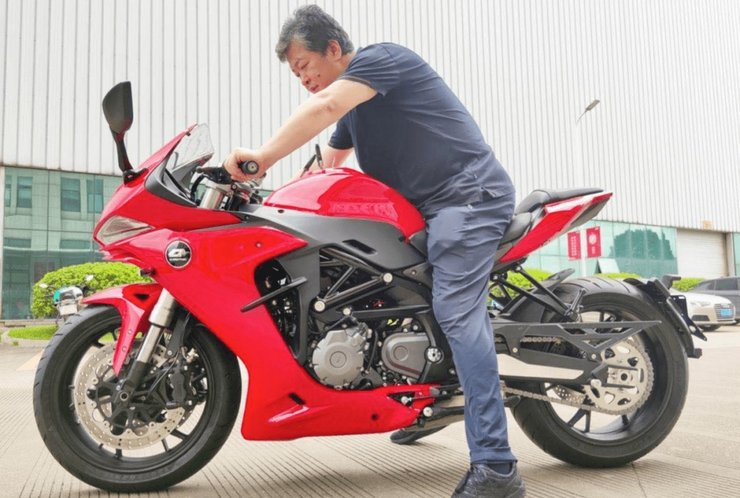 QJMotor SRG600 is due to be launched imminently and believed to share much with forthcoming Benelli 600RR