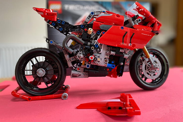 £55 for 646-pieces that come together to represent the £35k sportsbike seems good value. Here's how the build went, with video