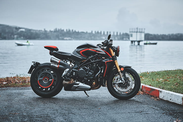MV Agusta Rush 1000 2020 review price spec_01