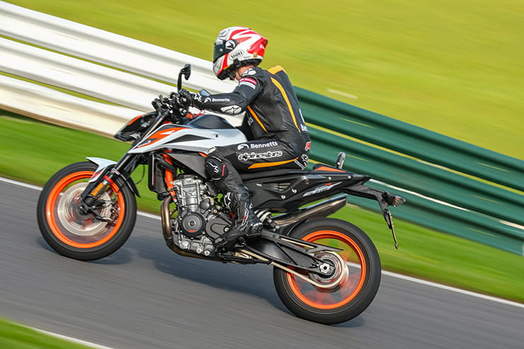 KTM 890 DUKE R – the scalpel got sharper but is it the new middleweight champion of the world?
