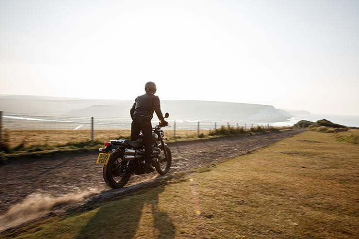 Triumph Street Scrambler 2017 Review Used Guide_01