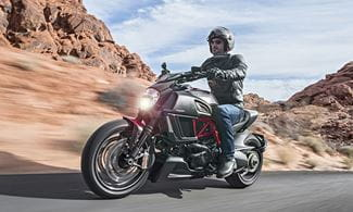 Ducati Diavel Carbon 2011 Used Review Price Spec_thumb