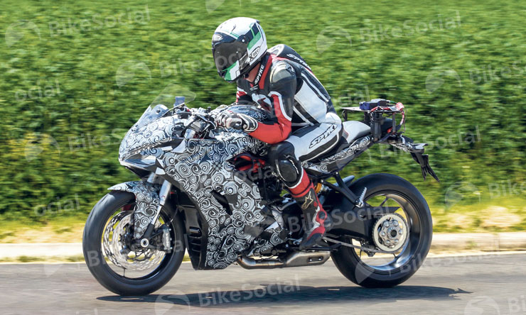 Ducati SuperSport spotted in testing