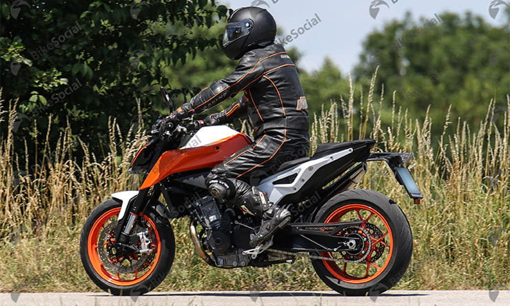Spy shot of KTM 790 Duke R