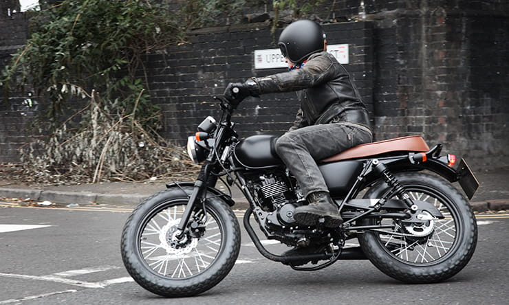 We road test the stylish 125cc single called Mutt Mongrel
