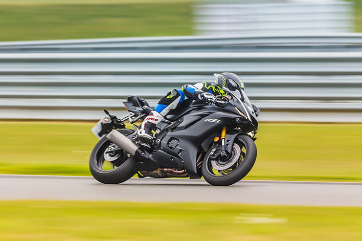 Yamaha R6 on track