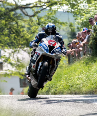 Ian Hutchinson 2016 Isle of Man TT Superbike Race