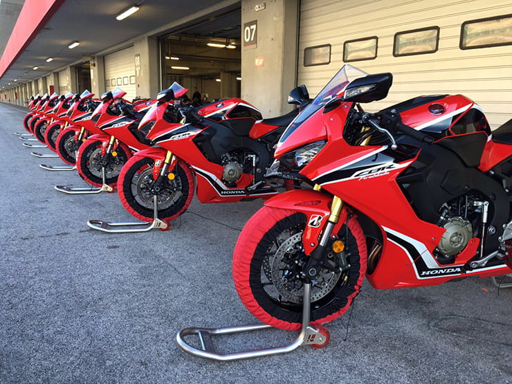 The lineup of Fireblades in the Portimao pitlane