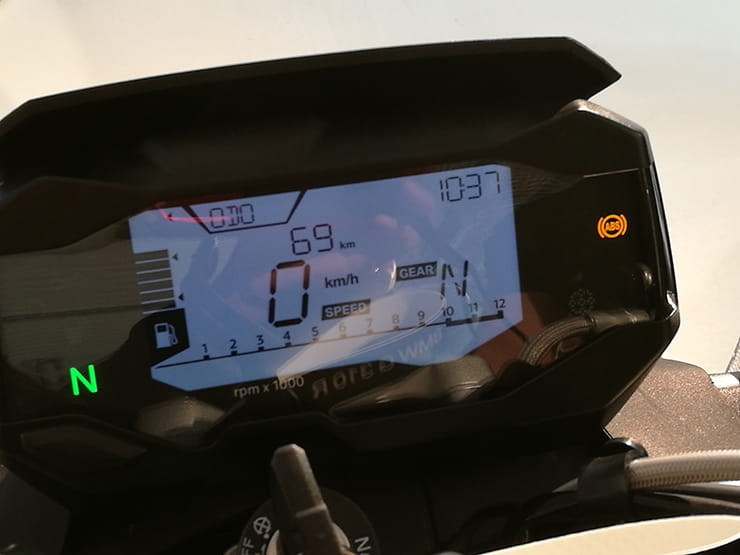 The fully digital dashboard equipped with a gear indicator