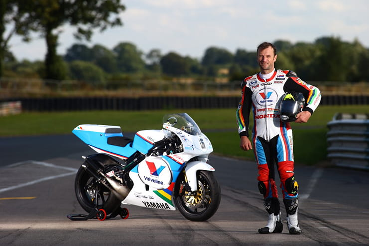 Yamaha YZR500 with rider Bruce Anstey