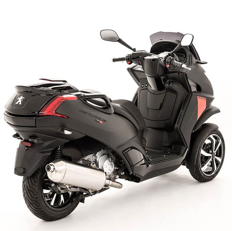 peugeot metropolis 400 rxr 2017 first ride and review. Black Bedroom Furniture Sets. Home Design Ideas