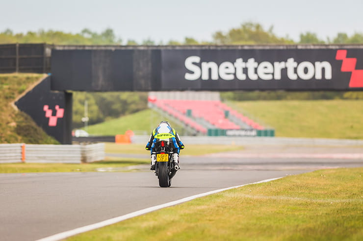 Yamaha YZF-R6 on track in the UK