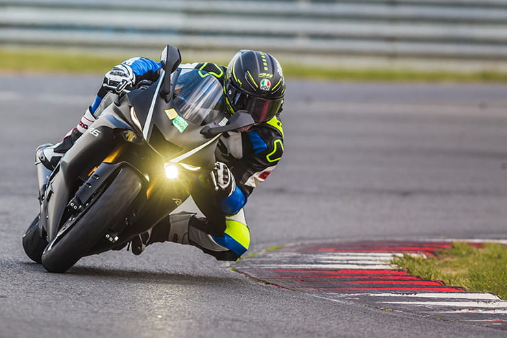 2017 Yamaha R6 on track