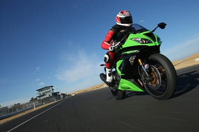 ZX-6R tracking shot