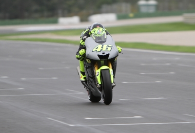 Rossi in testing action on the Yamaha at Valencia, 2012