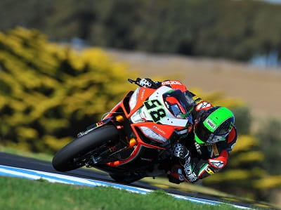Great style, great bike. Eugene Laverty is in his second year on the Aprilia and is now number one rider after Max Biaggi's departure. He was eighth fastest.