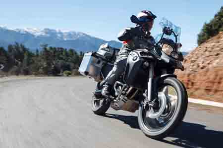 BMW F 800 GS action