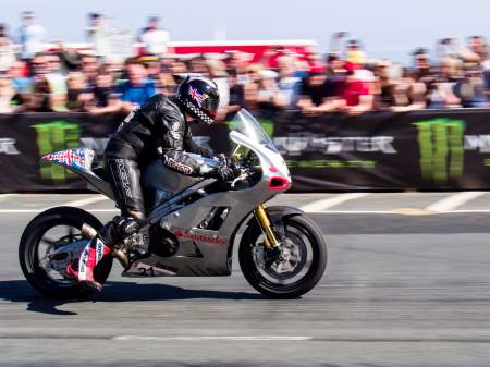 Norton SG2 fires off the line in the Senior TT