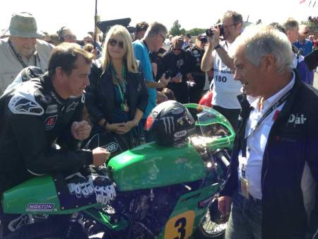 Agostini and McGuinness discuss the Paton before the Classic TT
