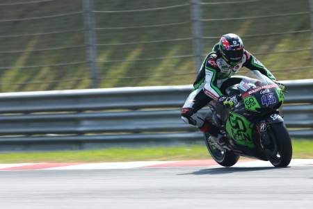 Redding in pre-season testing, hard on the front brakes