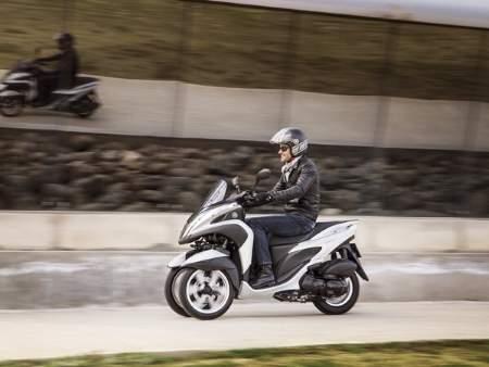 Yamaha unveil 3-wheeled 125cc scooter