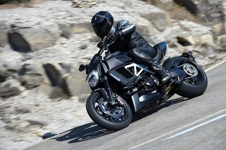 Ducati Diavel Carbon, at play