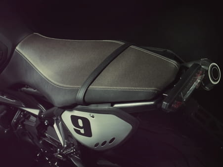 MT-09 Street Tracker's two-tone seat