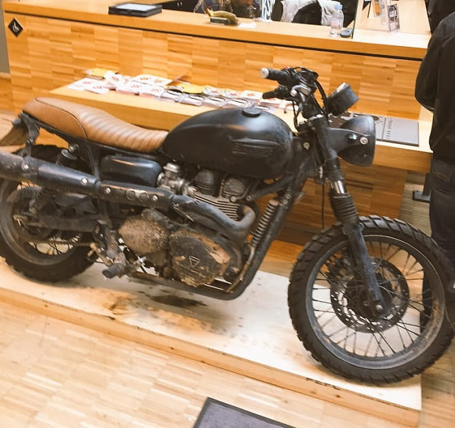 Beckham's actual bike as seen at Bike Shed Paris a few weeks ago. He didn't even bother to clean it. That's plain lazy.