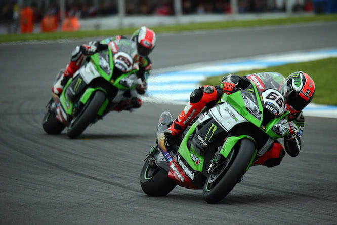 Sykes leads Rea around the final corner