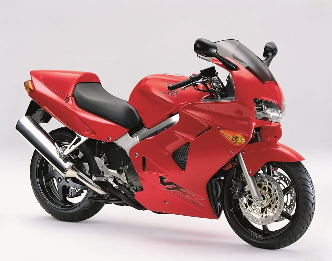 9kg heavier than the popular predecessor VFR750F