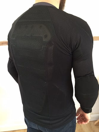 CE-approved back protector built in