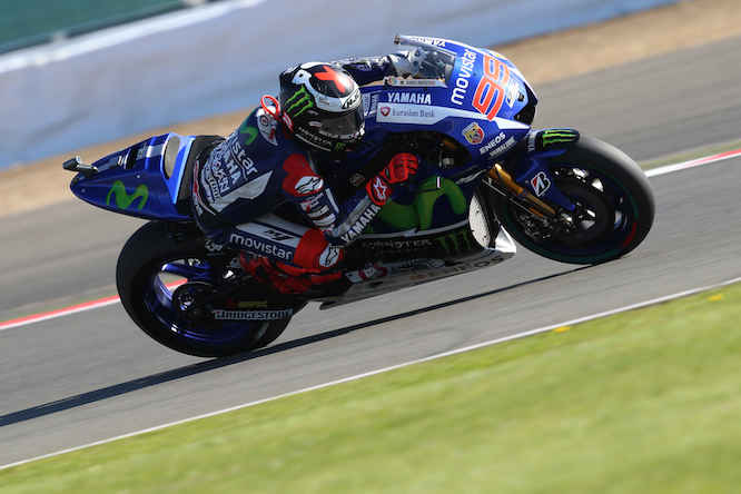 Lorenzo chases Rossi in the title standings