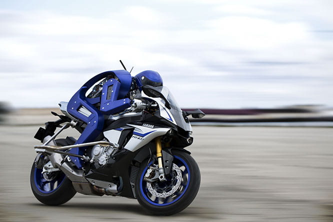Yamaha's bike riding robot in action