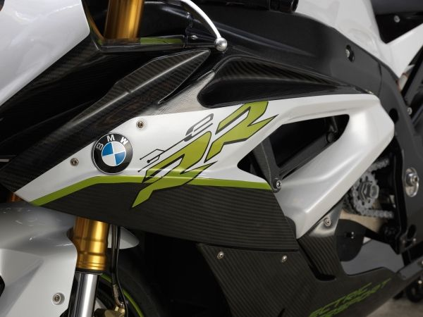 BMW claim C evolution beats S1000RR in acceleration to 60kph