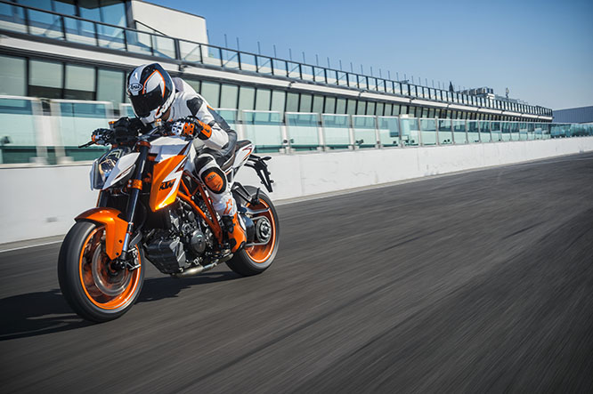 Th Beast is back! Upgrades to the KTM 1290 Super Duke R for 2016