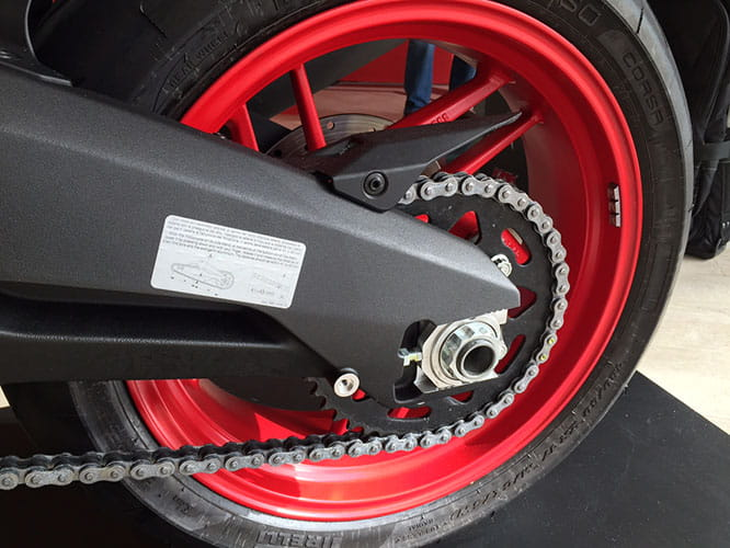 10-spoke wheels and Pirelli Diablo Rosso Corsa tryres
