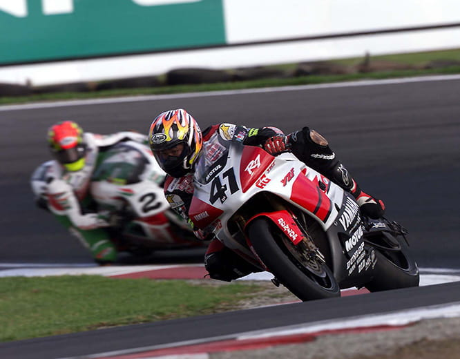 Nori Haga on the R7 lost our to American Colin Edwards in 2000
