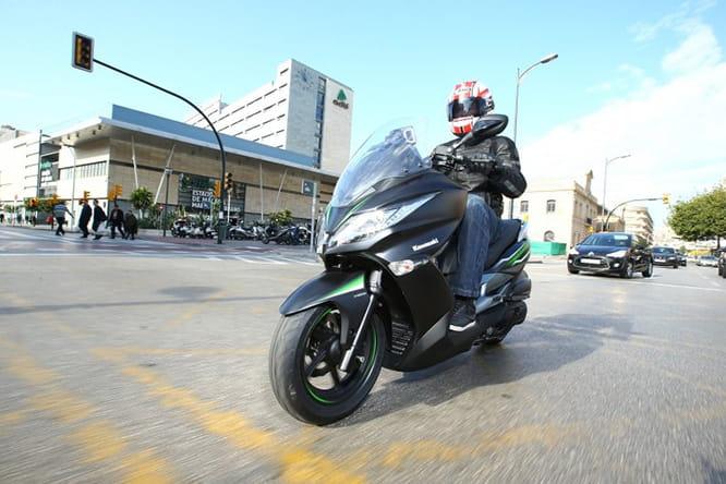 Kawasaki J125 2016 First Ride
