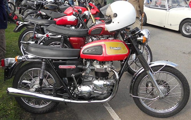T140V Bonneville - five speed and 724cc then 744cc instead of four speed and 650cc