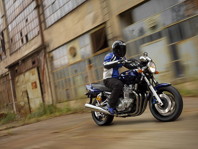 2006 Yamaha XJR1300: Ohlins but not yet with fuel-injection